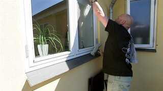 I dag pudser Henrik Vandal kun sine egne vinduer. I jobbet som først chef for et vinduespudserfirma og siden ejer af sit eget, blev han så stresset, at det førte til en blodprop.