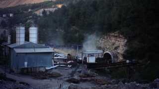 Røg stiger onsdag aften op af minen i Soma, efter at brand er genopblusset.