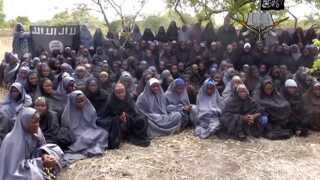 Et billede af nogle af de bortførte skolepiger i Boko Harams fangenskab.