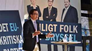 Jimmie Åkesson har været medlem af Riksdagen siden 2010, hvor Sverigedemokraterne opnåede 5,7 procent af stemmerne. Kilde: Den Store Danske.