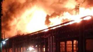 Fabrikken producerer det brandfarlige kemikalie paraxylen, der udvikler giftige dampe.