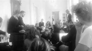 Lørdagens debatmøde på den blokerede rektoratgang med deltagelse af blandt andre Rosa Lund, folketingspoltiker for Enhedslisten.
