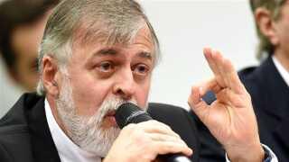 Den tidligere Petrobras-direktør Paolo Roberto Costa er et af politiets kronvidner i Petrobras-skandalen. Costa har blandt andet fortalt, at han har taget imod penge fra Mærsks agent i Brasilien for at give den danske virksomhed inside oplysninger om Petrobras.