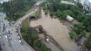 Georgiens hovedstad Tbilisi er ramt af store oversvømmelser