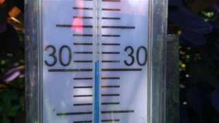 Temperaturen vil runde 30 grader og mere til nogle steder i den syd og østlige del af Danmark i weekenden.
