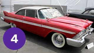 Plymouth Fury'en, der spiller hovedrollen som dræberbilen 'Cristine' i John Carpenters film af samme navn ses her i 2006 på Petersen Automotive Museum i Los Angeles i Californien.