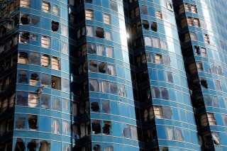 Filippinerne og Kina: Orkanen Mangkhut. Skader: 7-13 milliarder kroner. En af de voldsomste orkaner i nyere tid dræbte 127 mennesker i Filippinerne, 6 i Kina og skabte omfattende ødelæggelser. I dette højhus i Hong Kong blev mange af vinduerne smadret.