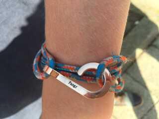 Mads Schmidt Rasmussens armbånd af eget design.