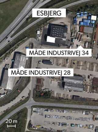 Det første lager for affaldet var Måde Industrivej 34. Da lejemålet udløb, flyttede Mærsk i april 2015 affaldet ned på havnen i Esbjerg. Men flytningen var ulovlig, og Mærsk beordredes til at fjerne affaldet. Siden oktober 2015 har det ligget på Måde Industrivej 28.