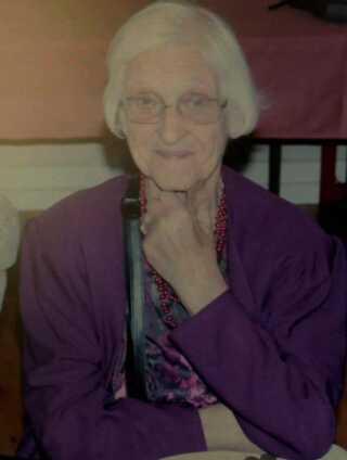 Billedet af mor Dagny fra sin 90 års fødselsdag. Lone har det stående på stuebordet, og ser på det hver dag.