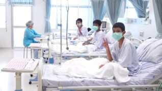 I sidste uge frigav myndighederne for første gang billeder af drengene på hospitalet. (Foto: handout © Scanpix)