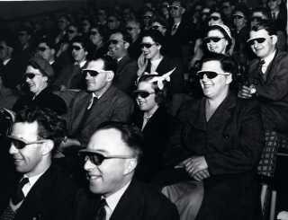 Publikum ser en 3d-film i 1951 i London.