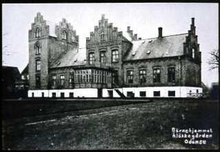 Her ses hovedbygningen på børnehjemmet Aaløkkegaard i Odense.