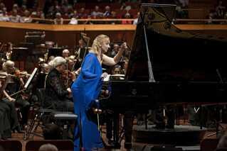 I anden del af festkoncerten blev der budt på 'Left, alone for klaver (venstre hånd) og orkester'. Her var solisten den serbiske pianist Tamara Stefanovich. Hans Abrahamsen er født med en højre hånd, der ikke er fuldt fungerende, og det er en af baggrundene for, at han skrevet værket til venstre hånd. Samtidig har han udtalt, at han har et særligt nært forhold til de værker, der er skrevet for venstre hånd af blandt andre komponisten Ravel.