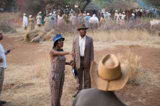 Den del af filmen, der foregår i det daværende Bechuanaland, er filmet i det nuværende Botswana, hvor temperaturen visse dage nåede op over 50 grader. Her ses Amma Asante sammen med David Oyelowo på settet.