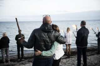 Den svenske journalist Kim Wall blev mindet med et fakkeltog på Ishøj Strand i slutningen af august.