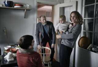 Halvandet år efter Augusts død forsøger familien Krogh i sæson 2 at finde tilbage til hverdagen. Foto: Tine Harden, DR