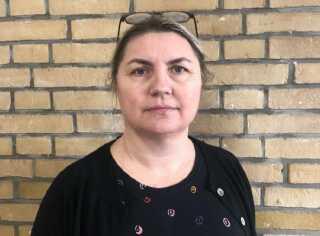 Luise Lomholt, der er lærer på Sønder Otting Skole, frygter, at hun ender med en sygemelding, hvis ikke undervisningen hurtigt flytter ud af skolens lokaler.