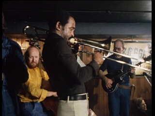 Hugo Rasmussen spiller bass til 'Jamsession' i 1976, med blandt andre amerikanske Richard Boone.