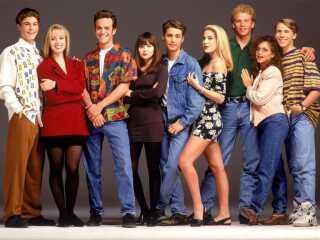 Her er det holdet fra første sæson af 'Beverly Hills 90210', der havde premiere på amerikansk tv 4. oktober 1990. Først to år senere kommer serien til Danmark.