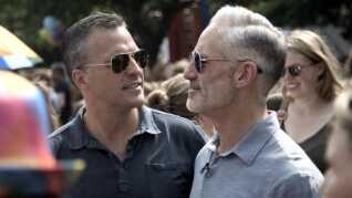 En DR-serie om den tidligere amerikanske ambassadør Rufus Gifford (tv) og hans mand Stephen DeVincent (th) er blevet solgt til Netflix og kan nu ses i det meste af verden.