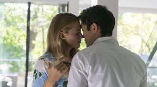 I rollen som Emilys mand Sean ses Henry Golding.
