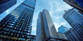 Hudson Bay Capital er stiftet af Sander Gerber og John Doscas i 2005. Selskabet startede i 1997 som Gerber Asset Management, hvor Gregory Summers blev ansat i 2003. Firmaet har tidligere fået bøder fra det amerikanske finanstilsyn på grund ulovlige udlån af aktier. I dag har Hudson Bay Capital 74 ansatte og hører til på 30. etage i bygningen til venstre i billedet.