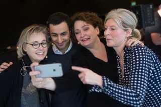 Det var sprogekspert og kommunikationsrådgiver Line Pedersen, journalist og TV-Avisen-vært Erkan Özden og direktør i Dansk Sprognævn Sabine Kirchmeier, som var dommere i 'Årets Ord 2015' på P1, hvor Helle Solvang var vært.