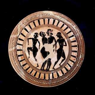 Sex og erotik fyldte meget i den græske billedverden. Her ses to mænd, der kærtegner en dreng. Drikkeskål, Kylix, tilskrevet maleren Lydos. Fra Athen. 500-530 f. Kr.