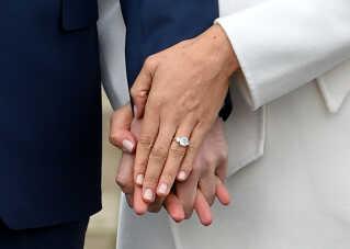 Meghan Markles forlovelsesring har referencer til prinsesse Diana og til Afrika.