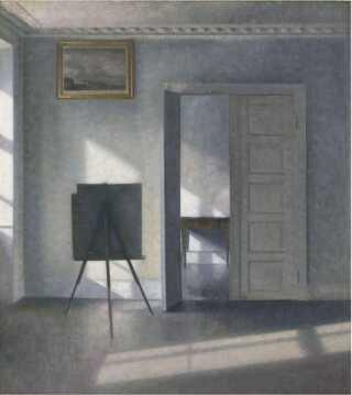 """""""Interiør med kunstnerens staffeli, Bredgade 25"""" forestiller et værelse på malerens bopæl i det indre København."""