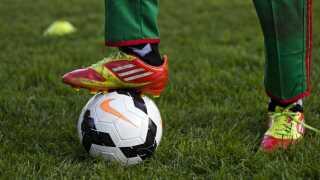 DBU sidder på et stort uudnyttet potentiale, for rigtig mange af vores børn både drenge og piger, har erfaringer med at spille fodbold, men blandt voksne er der tilsyneladende ikke plads til motionisterne, siger Kasper Lund Kirkegaard fra DIF.
