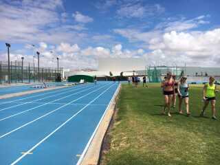Skyerne skruer lidt ned for varmen på Lanzarote, men det gør det så lidt mere behageligt for triatlondeltagerne.