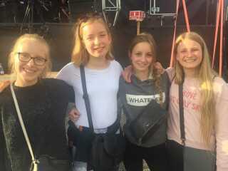 Veninder på festival: Selma, Lulu, Laura og Karoline til Mads Langer-koncert fredag aften.