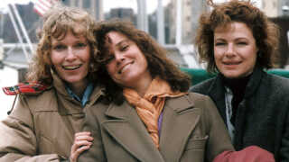 """Dianne Wiest (th) sammen med Mia Farrow og Barbara Hershey i """"Hannah and Her Sisters"""""""
