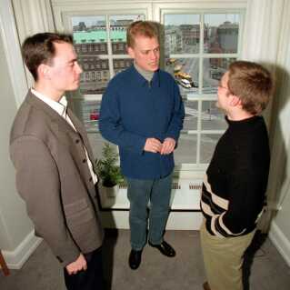 I 1997 var Tommy Ahlers (tv.) aktiv i Konservativ Ungdom - her på Christiansborg.