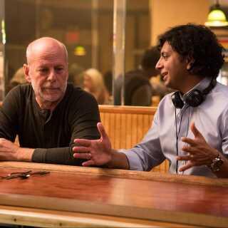 Bruce Willis (tv.), der blandt andet er kendt for sin medvirken i 'Die Hard'-filmene, spiller rollen som David Dunn i 'Glass'.