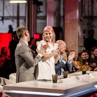 Når Oh Land ikke lige optræder i Danmarks Indsamling på DR1, er hun blandt andet dommer på denne sæson af X Factor på TV 2.