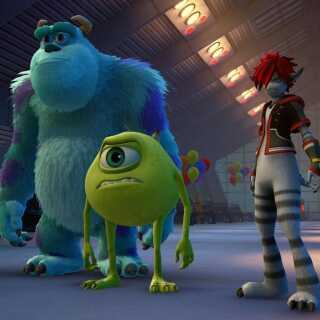 Alt efter hvilket univers, man spiller i, ændrer karaktererne sig. Her ses Sora eksempelvis i sin monsterudgave, når han besøger Mike og Sulley fra 'Monsters Inc.'.