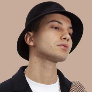 Elias Boussnina spiller en koncert på Lille Vega i København den 30. april. Han håber desuden på at blive booket til nogle af sommerens festivaler.
