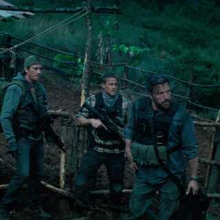 I 'Triple Frontier' skal fem seje elitesoldater nappe pengene fra en sydamerikansk narkoboss, der gemmer sig i en fæstning i junglen.