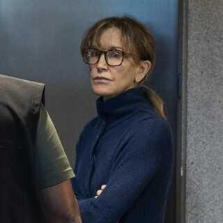 Felicity Huffman, der blandt andet er kendt for sin rolle i 'Desperate Housewives' og blev Oscar-nomineret for filmen 'Transamerica', er blandt de 50 sigtede i sagen.
