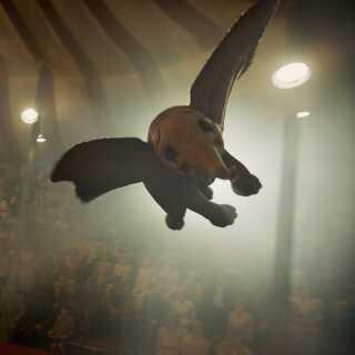 Den nye udgave af 'Dumbo' fortsætter, hvor den originale fortælling slap - da Dumbo lærte at flyve.