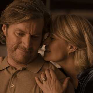 Anne spilles af Trine Dyrholm, mens Peter, Annes mand, spilles af Magnus Krepper.