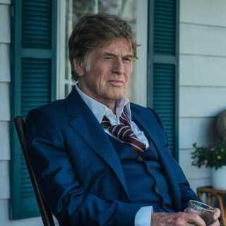 - Når Redford fyrer den af og vender verden på hovedet med stor overbevisning, ender 'Den sidste gentleman' ganske enkelt som en filmcharmetrold, skriver Per Juul Carlsen.