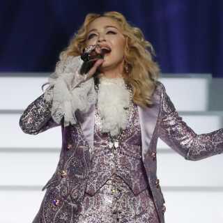 Madonna optræder med en hyldest til afdøde Prince til Billboard Awards i 2016. Til maj kommer hun med al sandsynlighed til at stå på Eurovision-scenen med spritnyt materiale, når verdens største musikkonkurrence løber af stablen i Tel Aviv, Israel.
