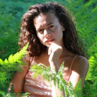 Erika de Casier var tidligere en del af Saint Cava, der har udgivet sange som 'Forget' og 'Deeper'.