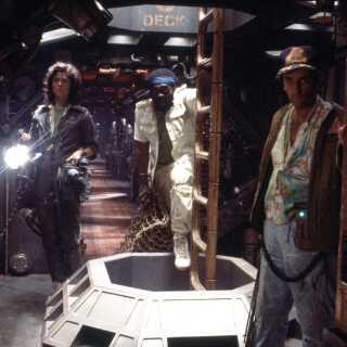 Filmens hovedroller blev spillet af Sigourney Weaver, Ian Holm, Tom Skerrit, John Hurt og Yaphet Kotto.