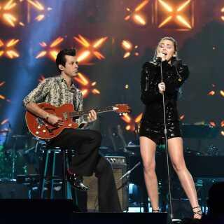 Siden Mark Ronson indledte sit parløb med Miley Cyrus på 'Nothing Breaks Like a Heart' sidste år har de to stjerner også arbejdet sammen på sangerindens nye ep, hvor Mark Ronson står bag nummeret 'The Most'.