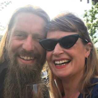 P6 Beat-værterne Carsten Holm og Camilla Jane Lea er i år værter på Red Stage på Northside.